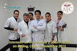 foto con el dr que imparte las clases en el curso de acupuntura