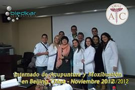 foto del grupo en el salon de clases del curso de acupuntura