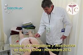 participante del curso de acupuntura visita a los internados en el hospital